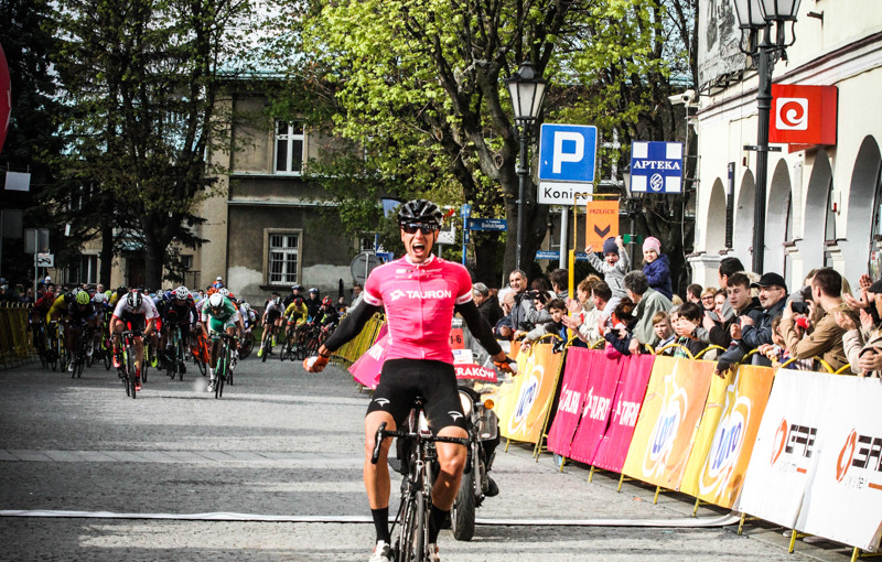 Carpathian Couriers Race: Alessandro Pessot swaps pink for yellow